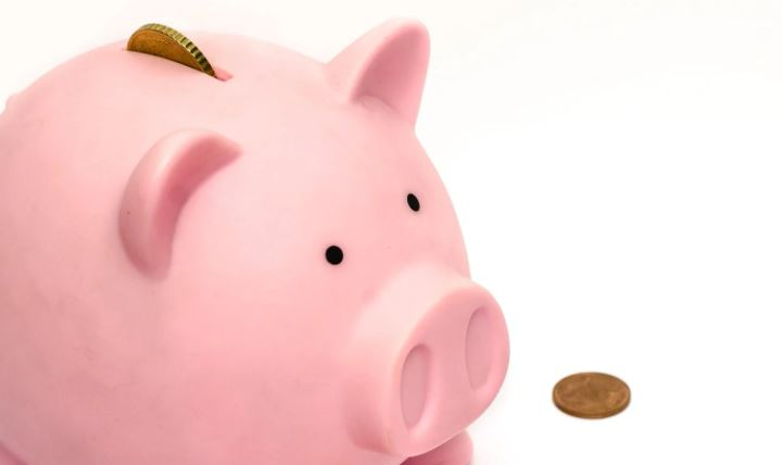 Waarom je beter een deel van je geld kan investeren in plaats van op een spaarrekening plaatsen